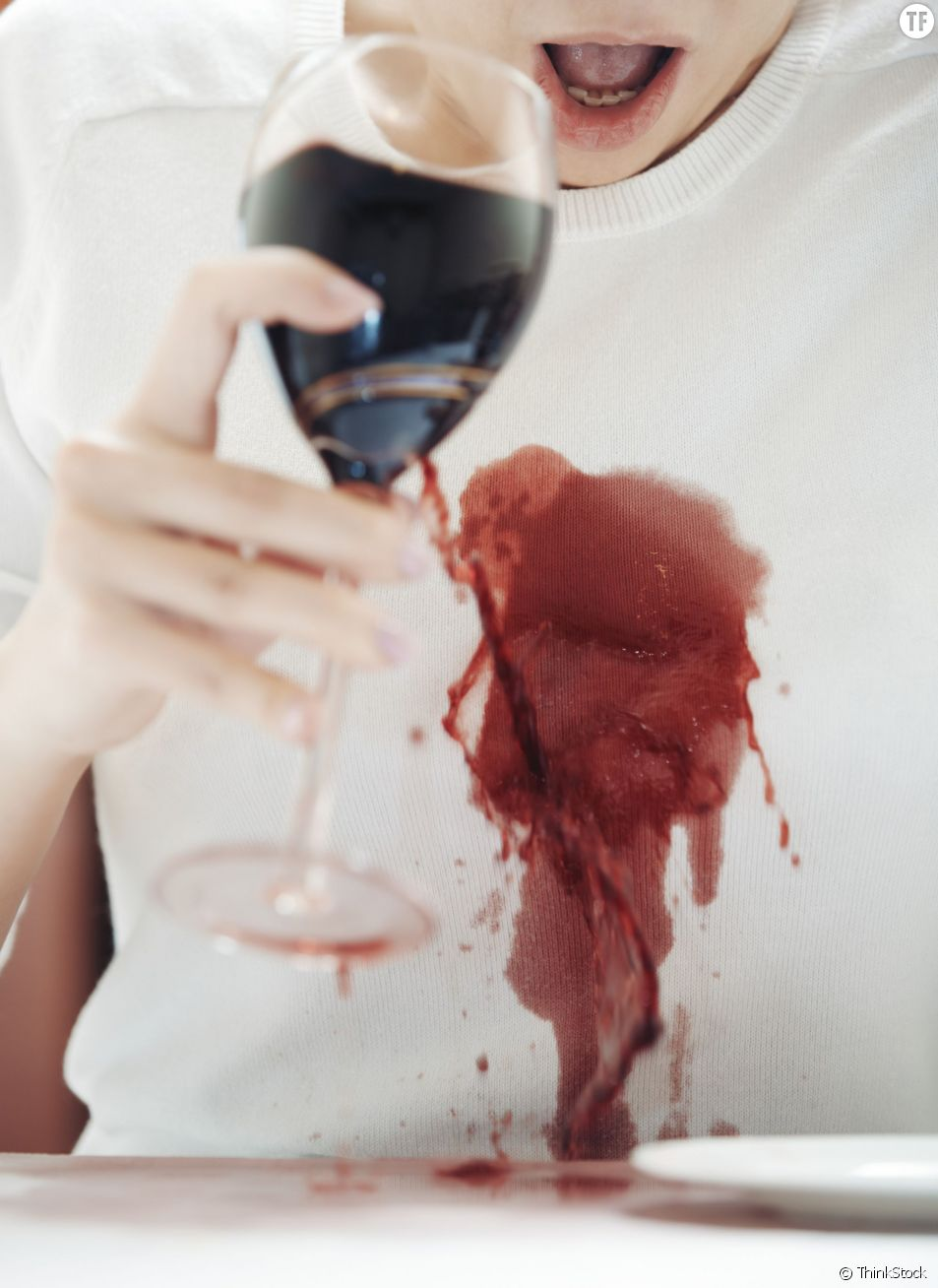 Tâche de vin rouge : les astuces pour les retirer