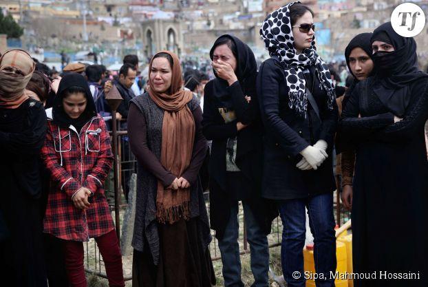 Des femmes présentes aux funérailles de Farkhunda à Kaboul le 22 mars 2015.