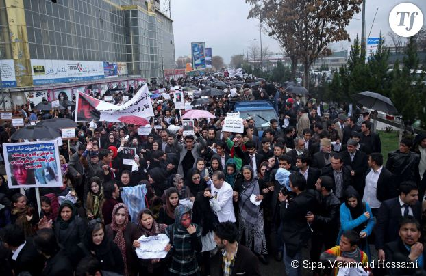 Les manifestants défilent dans les rues de Kaboul en mémoire de Fakhunda mardi 23 mars 2015.