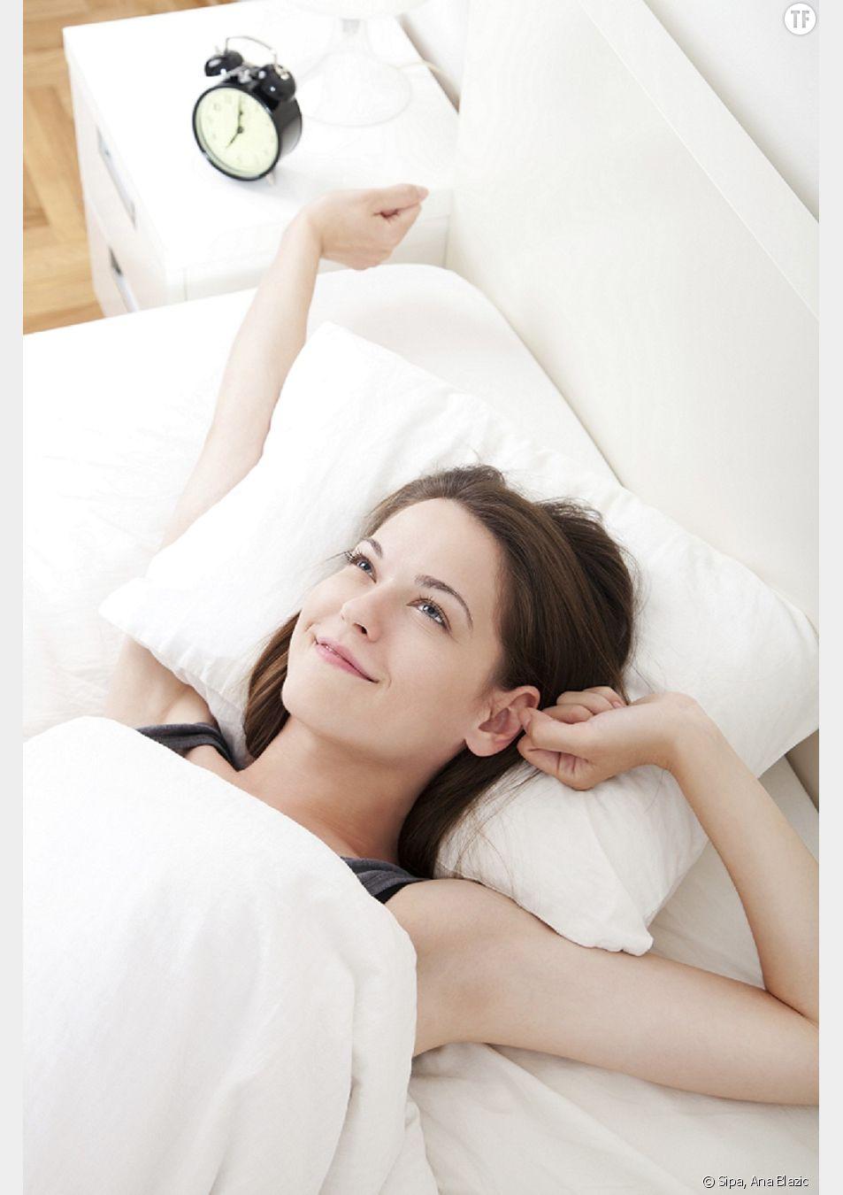 Femme heureuse au réveil