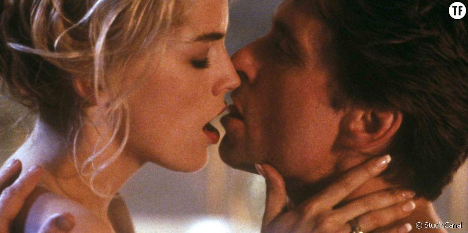 Sharon Stone et Michael Douglas dans une scène hot de Basic Instinct