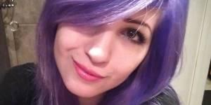 Bleus, roses ou violets ? Les cheveux de cette fille font buguer le Web