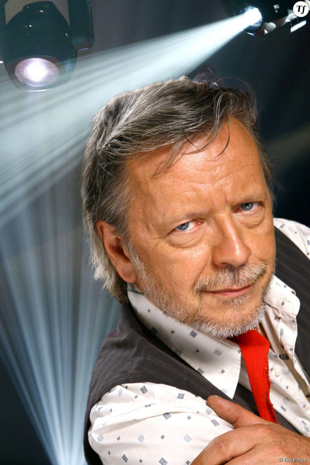 Renaud a composé 14 chansons, dont une sera un duo avec Grand Corps Malade.