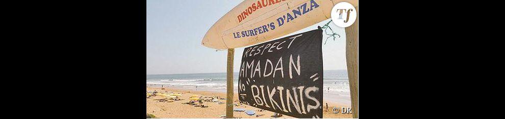 La pancarte, depuis retirée par les autorités, était placée à l'entrée de la plage.