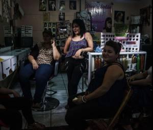 Les femmes du Salvador se teignent les cheveux pour rester en vie