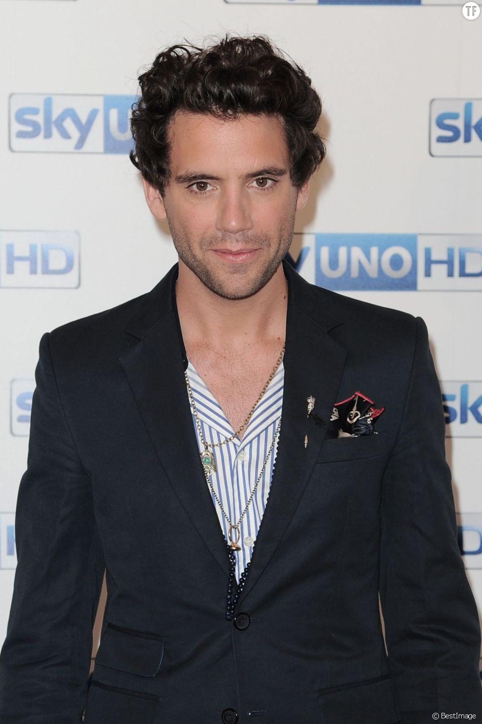 Mika a découvert que les affiches de sa tournée italiennes avaient été taguées d'insultes homophobes.