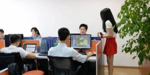 Des entreprises chinoises engagent des pom-pom girls pour motiver leurs employés masculins
