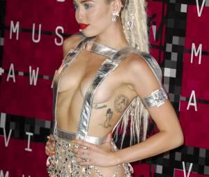Miley Cyrus plus sexy que jamais - Soirée des MTV Video Music Awards à Los Angeles le 30 aout 2015.