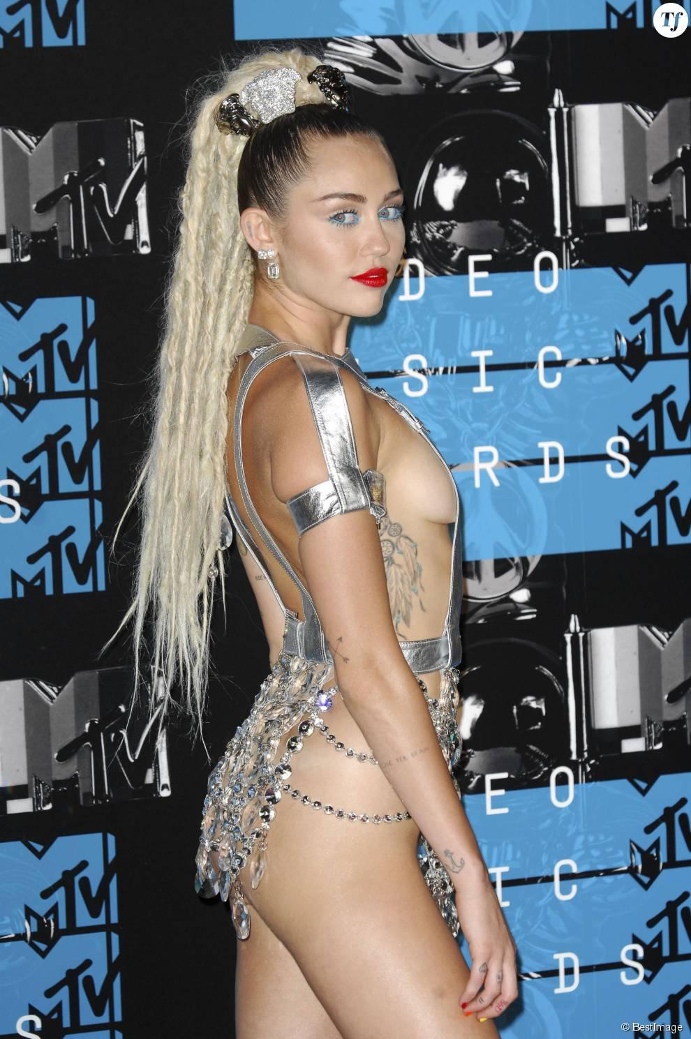 Miley Cyrus - Soirée des MTV Video Music Awards à Los Angeles le 30 aout 2015.