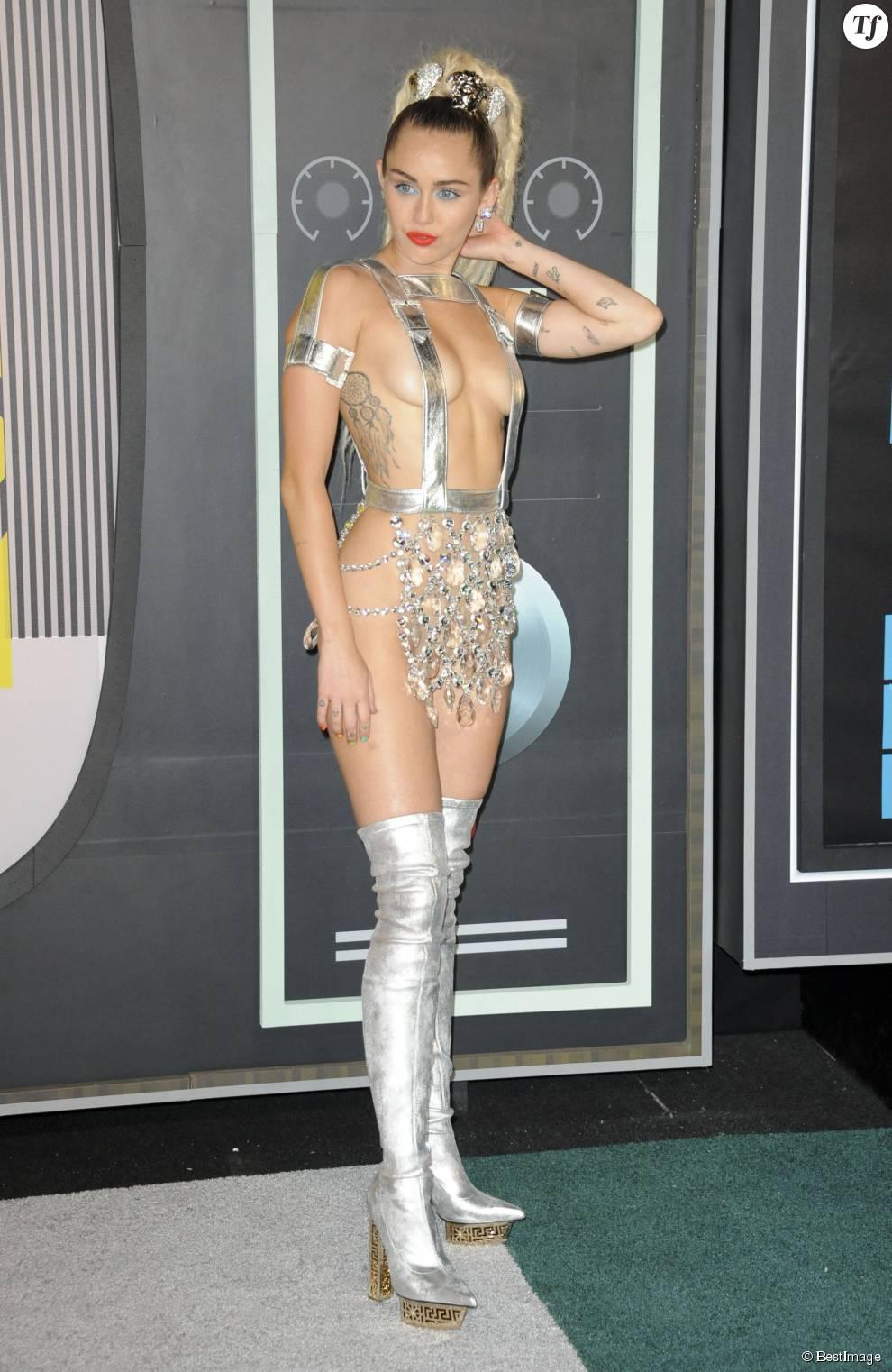 Miley Cyrus maîtresse de cérémonie - Soirée des MTV Video Music Awards à Los Angeles le 30 aout 2015.