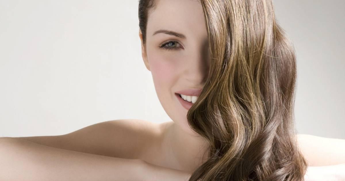 Si frictionner aux bouts des cheveu avec la vitamine et
