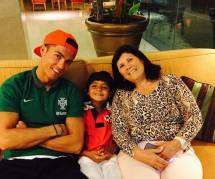 Cristiano Ronaldo fou de son fils et de sa maman Dolores (photo)