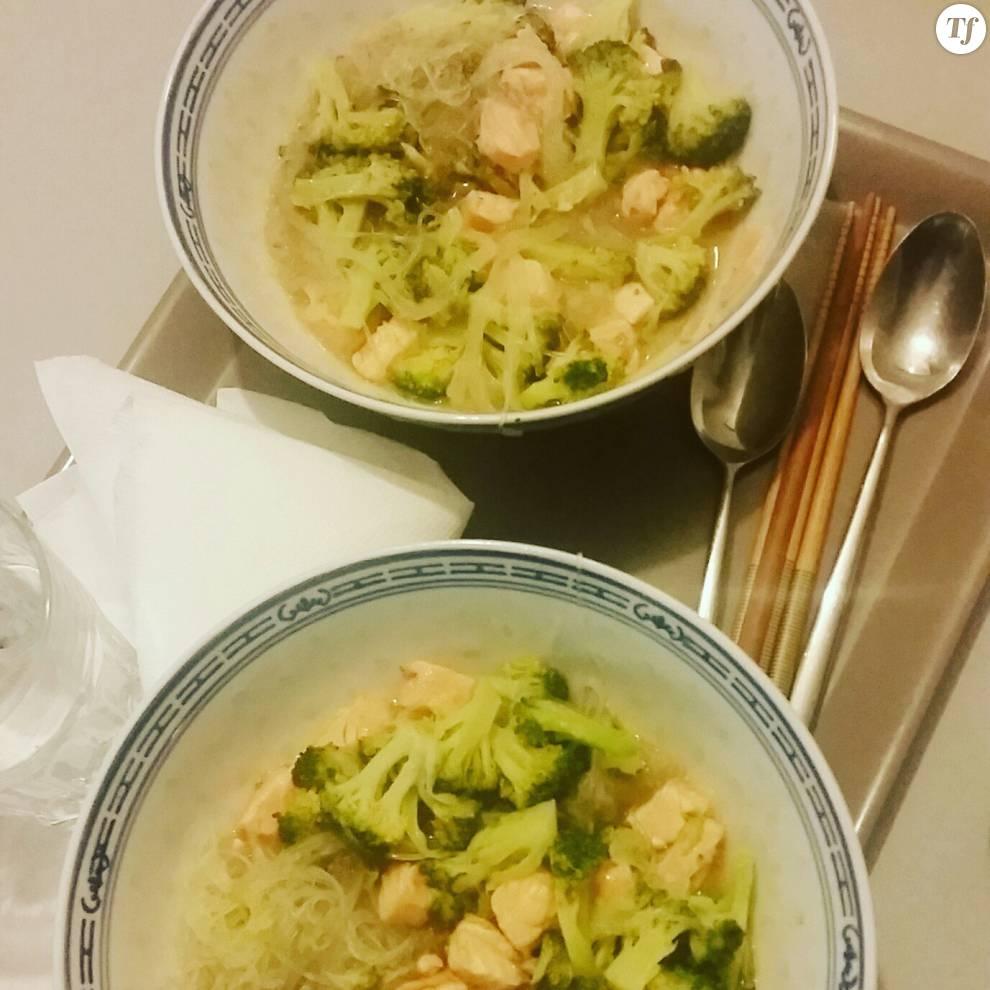 Le bouillon-repas saumon sauce satay