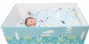 Pourquoi les bébés devraient dormir dans des boîtes en carton