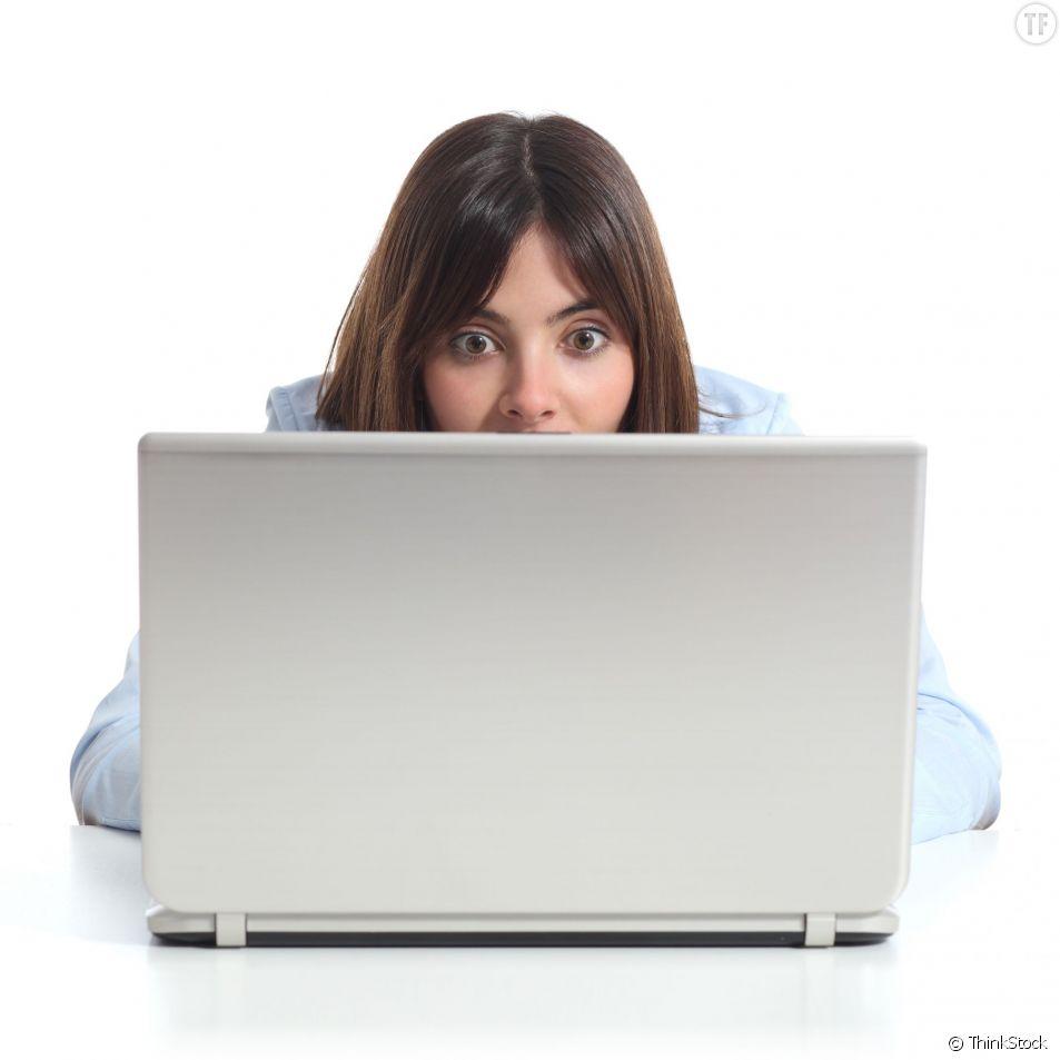 Une personne peut-elle savoir si je l'espionne sur Facebook ?
