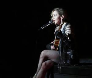 En concert, Madonna rend hommage aux victimes des attentats de Paris