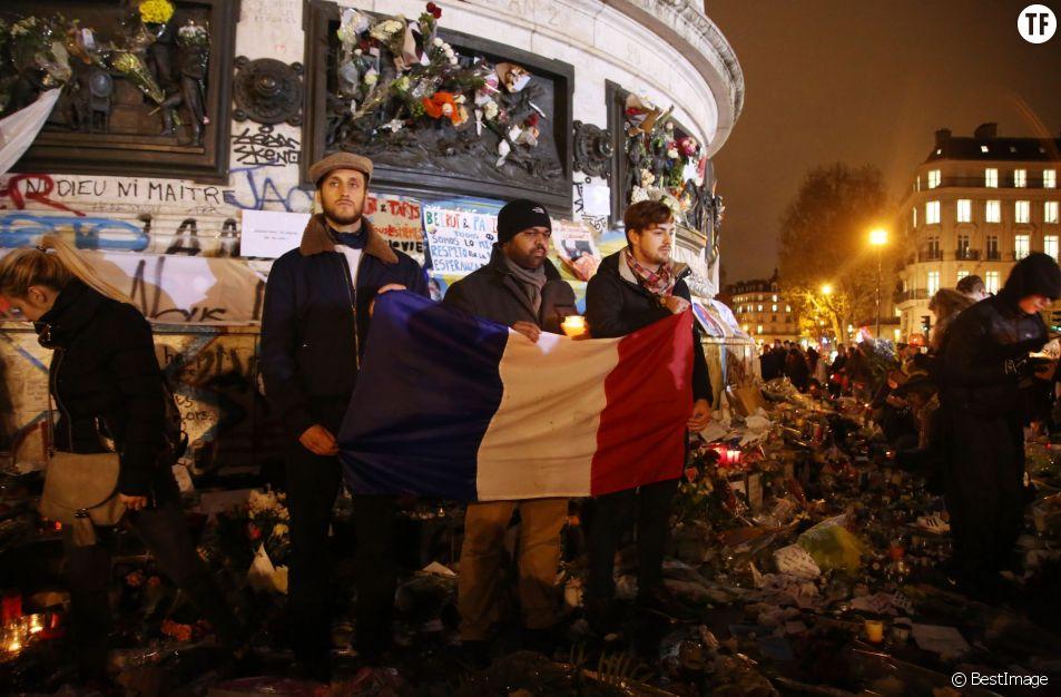 Hommage pour les victimes des attentats terroristes à Paris, le 17 novembre 2015, Place de la République
