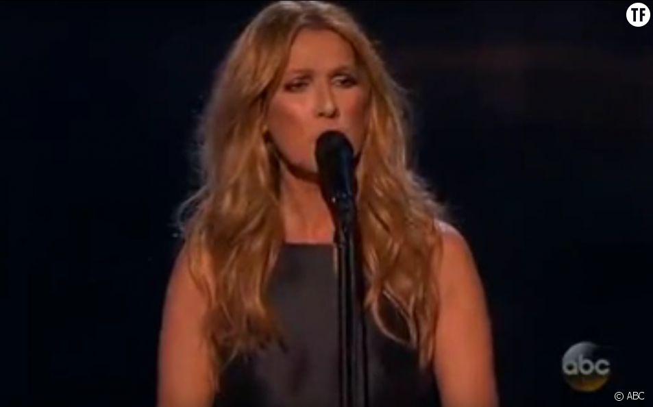 """Céline Dion chante """"L'hymne à l'amour"""" à la cérémonie des American Music Awards"""