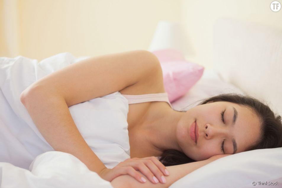 Pourquoi il vaut mieux dormir sur le flan gauche