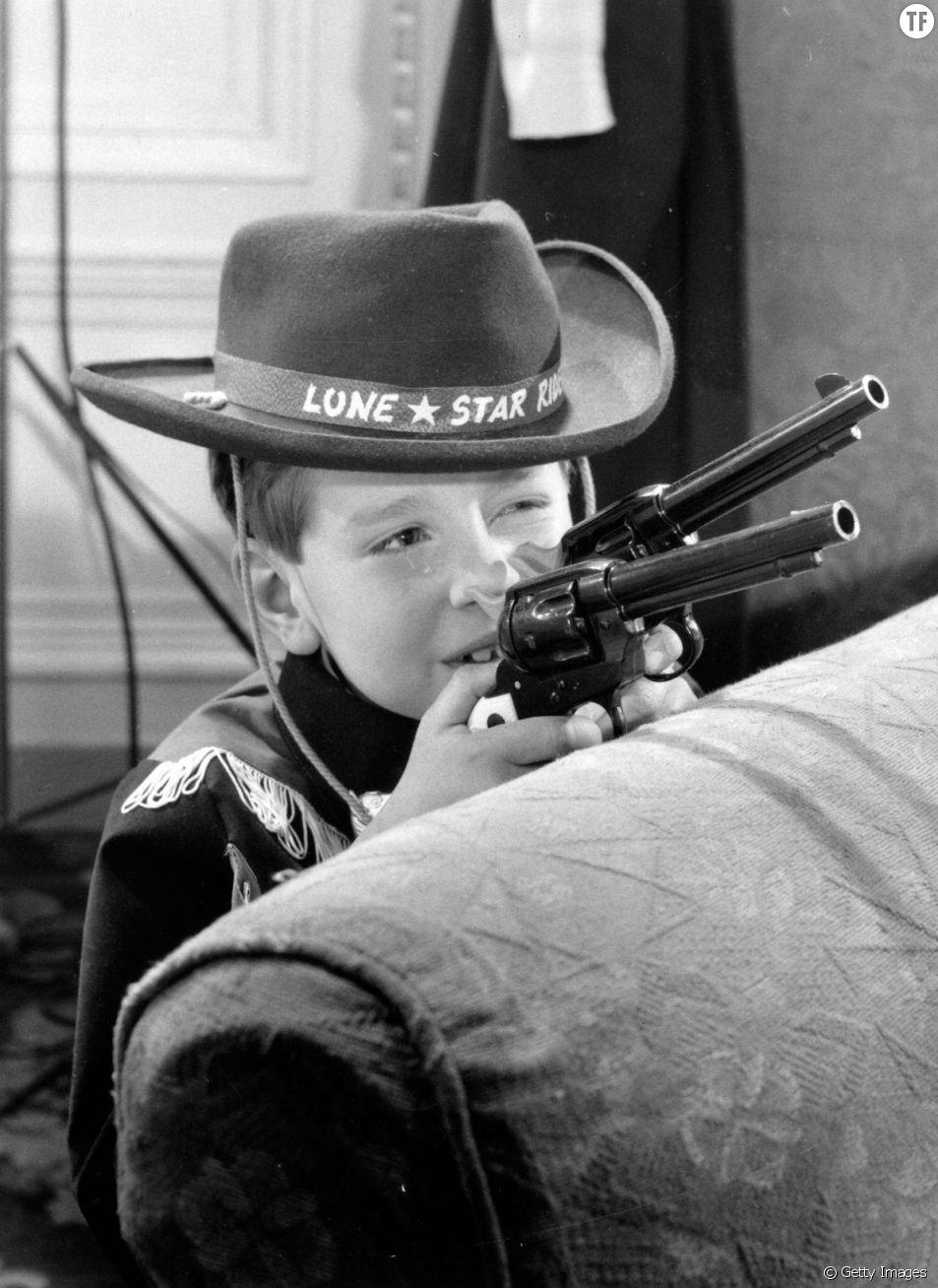 Doit-on laisser ses enfants jouer avec des pistolets en plastique ?