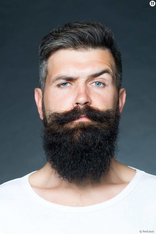 Un homme à barbe