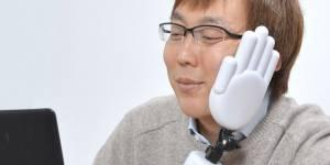 Cette main qui corrige votre posture au boulot pourrait devenir votre meilleure amie