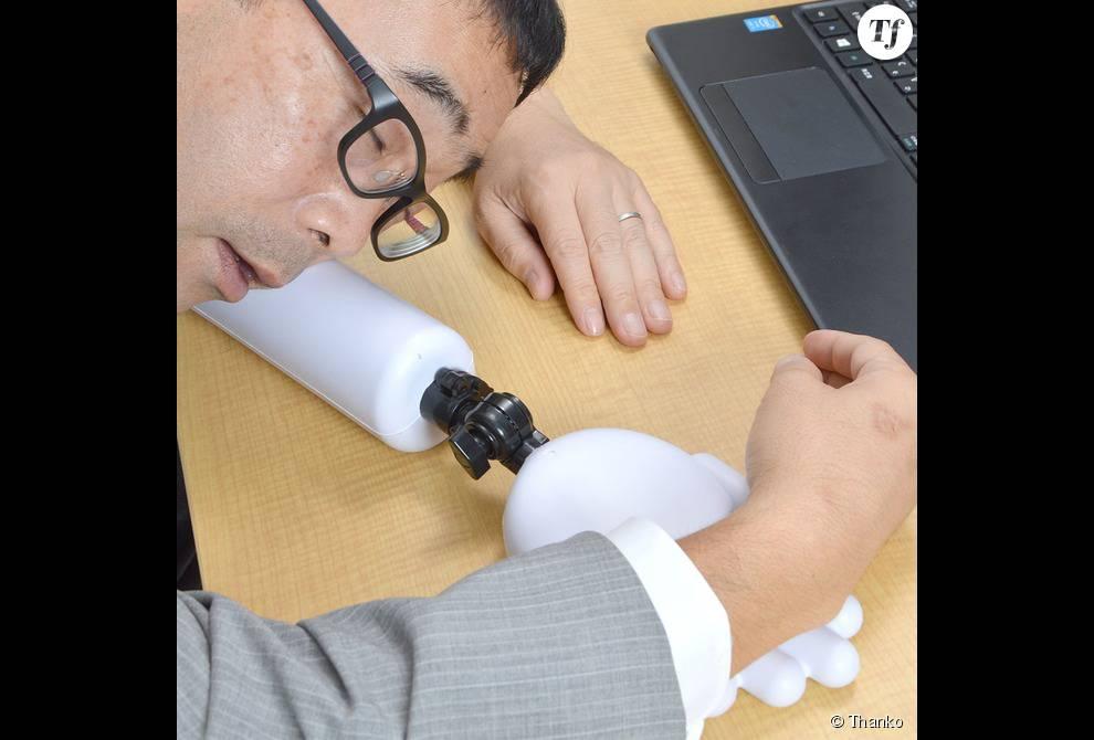 L'objet permet même de faire une petite sieste improvisée au bureau