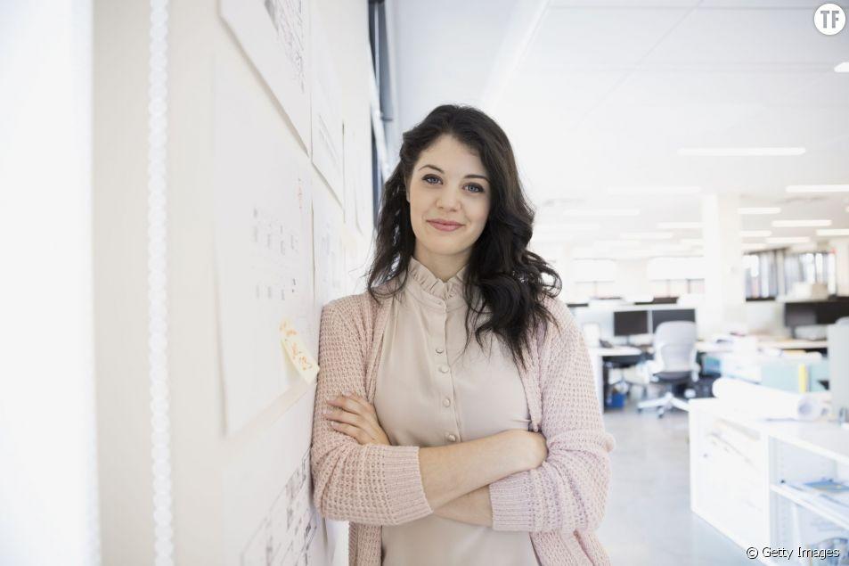 Le monde de l'entreprise saperait la confiance qu'ont les femmes en elles en seulement 2 ans