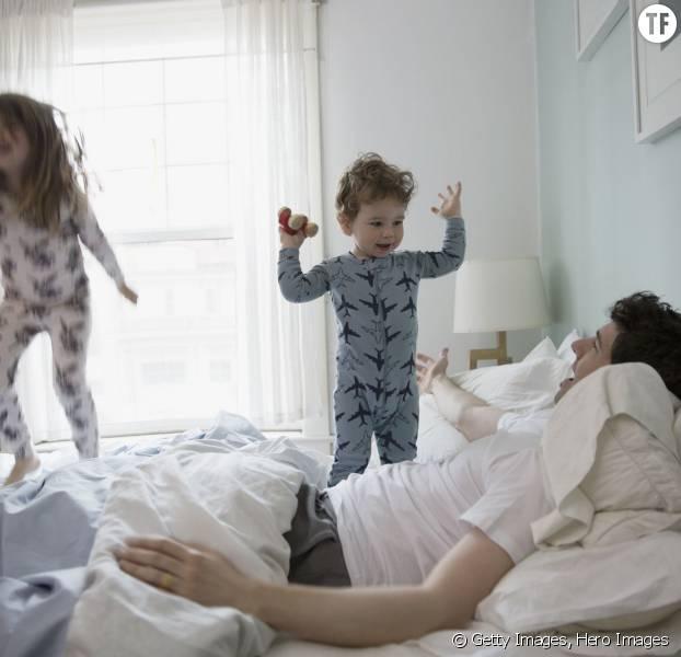 Un papa avec ses deux enfants