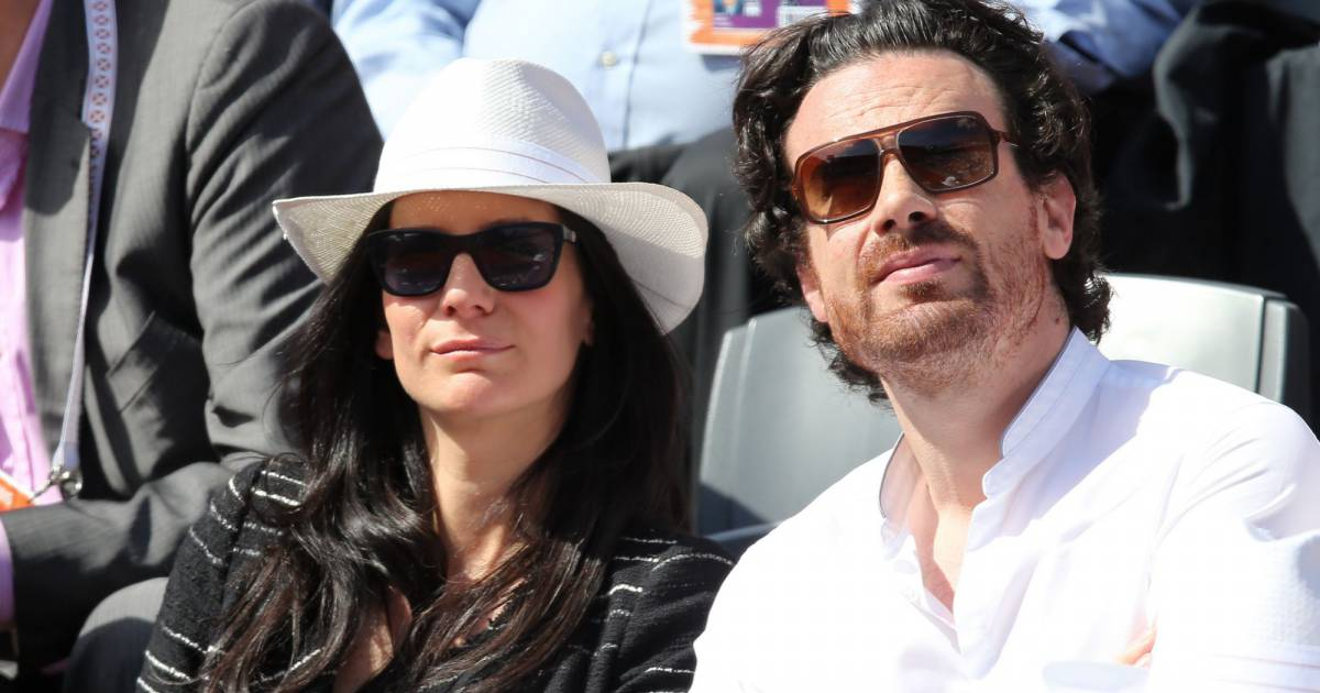 marie drucker et son compagnon mathias vicherat dans les tribunes de roland garros en mai 2015. Black Bedroom Furniture Sets. Home Design Ideas