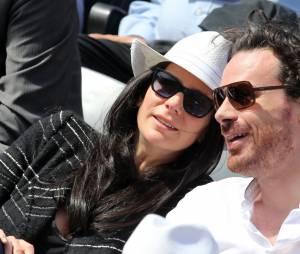 Marie Drucker et son compagnon Mathias Vicherat dans les tribunes de Roland Garros en mai 2015