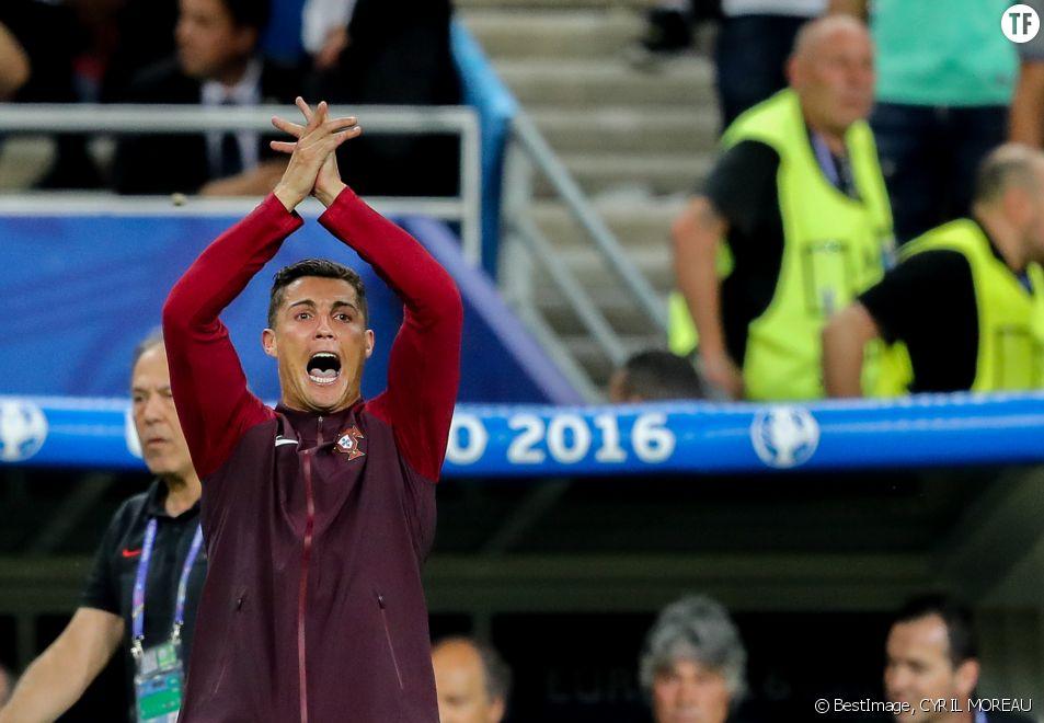 Cristiano Ronaldo Intenable Sur Le Banc De Touche Il Fait Le Show