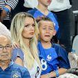 Ludivine Payet, la femme de Dimitri Payet, et son fils Noa après le match de la finale de l'Euro 2016 Portugal-France au Stade de France à Saint-Denis, France, le 10 juin 2016