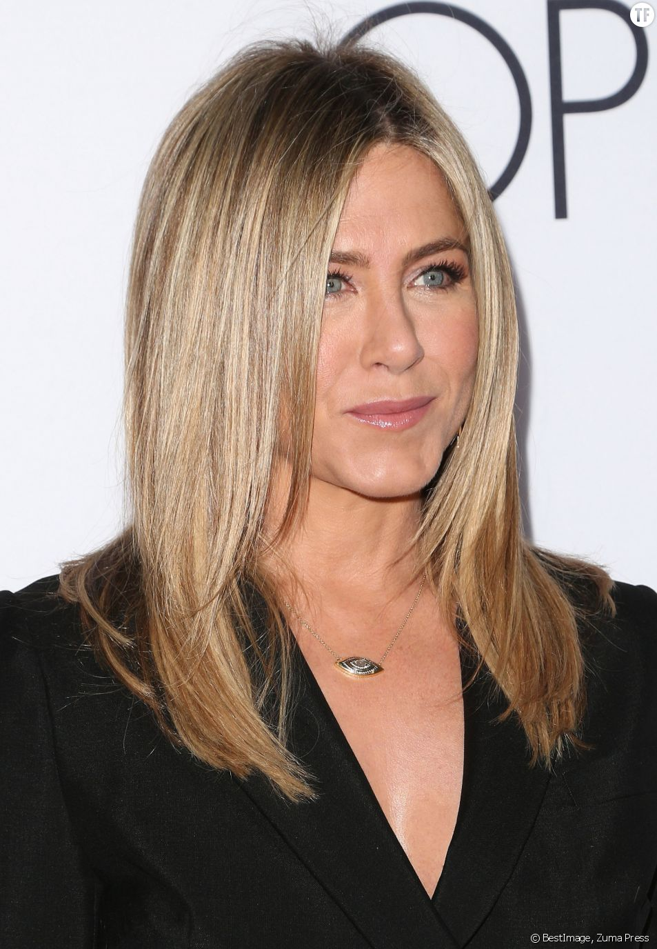 "Jennifer Aniston à la première mondiale du film ""Mother's Day"" le 13 avril 2016"