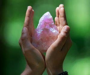 Comment utiliser les cristaux pour être plus heureuse