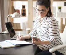 Congé maternité et travail indépendant : comment ça marche ?