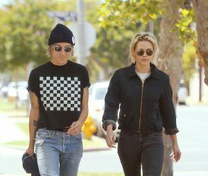Kristen Stewart se promène avec sa petite amie Alicia Cargile dans les rues de Los Angeles, le 21 mai 2016
