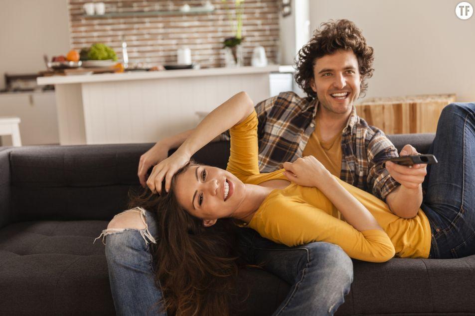 Bingewatcher des séries en duo, la clé d'un couple épanoui ?