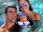 Michael Phelps : un jeune papa heureux avec sa compagne Nicole Johnson (photos)