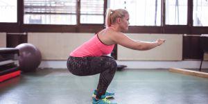 Non, les squats ne musclent pas les fesses