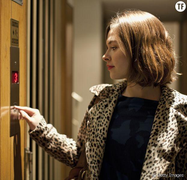 le bouton fermer de l 39 ascenseur est en fait une. Black Bedroom Furniture Sets. Home Design Ideas