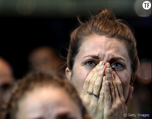 Des militantes démocrates dévastées apprennent la défaite d'Hilary Clinton dans la nuit du 8 novembre 2016