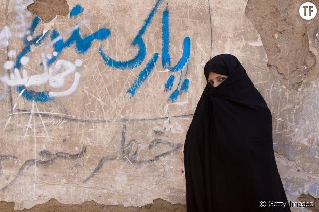"""Une femme iranienne, voilée """"convenablement"""""""