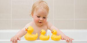 4 astuces pour faire aimer le bain à un enfant