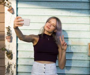 Voilà pourquoi vous ne devriez plus faire le signe de la paix sur vos selfies