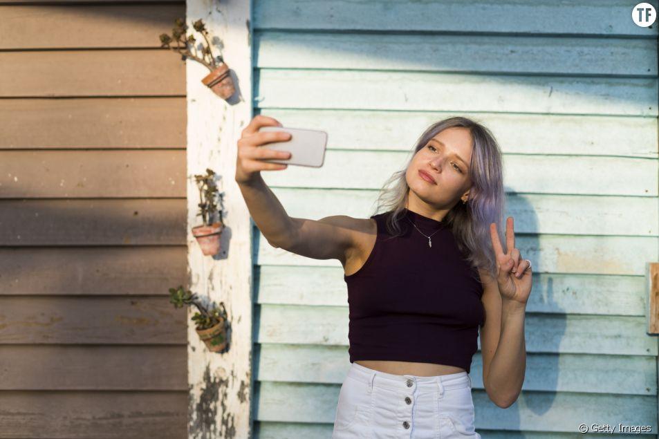 Pourquoi vous devriez arrêter de faire le signe de la paix sur vos selfies
