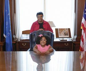 À l'âge de 4 ans, cette fillette a déjà lu 1 000 livres