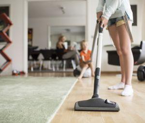 Tâches ménagères : le travail non rénuméré des femmes équivaut à 10 000 milliards de dollars