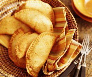 La recette des empanadas à la tomate, à la mozzarella et au basilic
