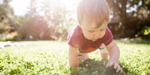 10 prénoms de bébé originaux inspirés par l'été